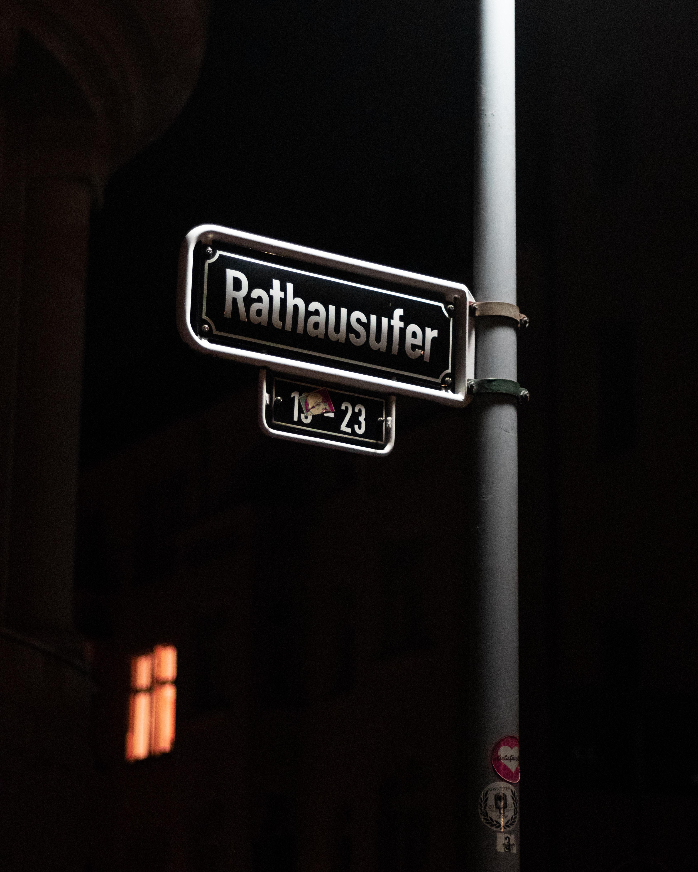 Rathausufer road sign