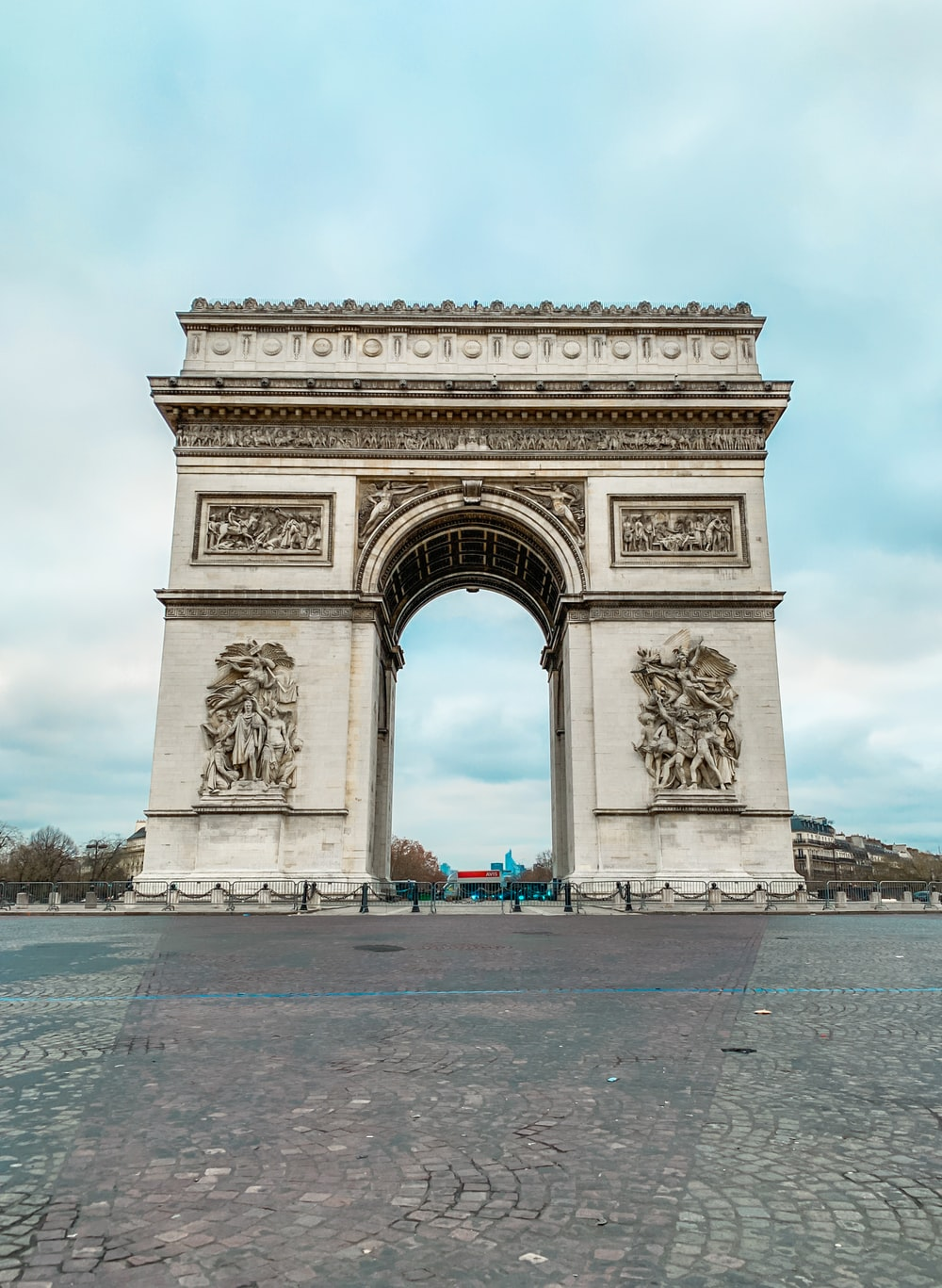 Arc de Triomphe during daytime