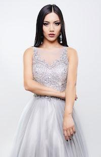 women's white and gray sleeveless dress
