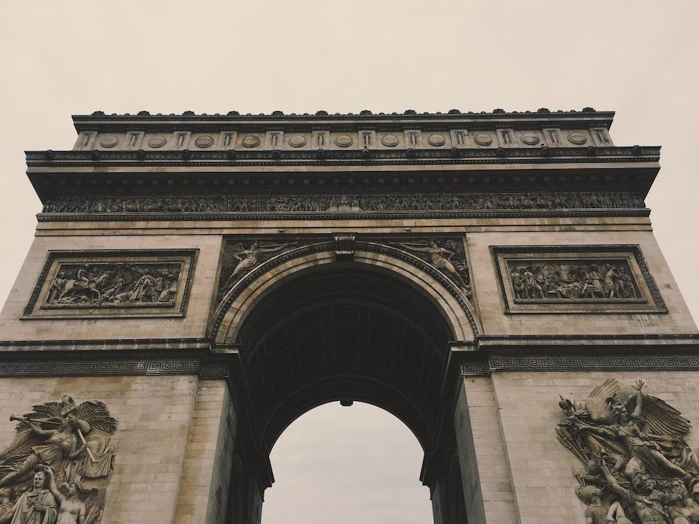 Arc de Triomphe during daytime