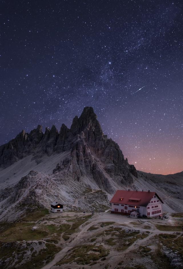 Звёздное небо и космос в картинках - Страница 10 Photo-1546971587-02375cbbdade?ixlib=rb-1.2