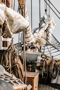 white mast with ropes
