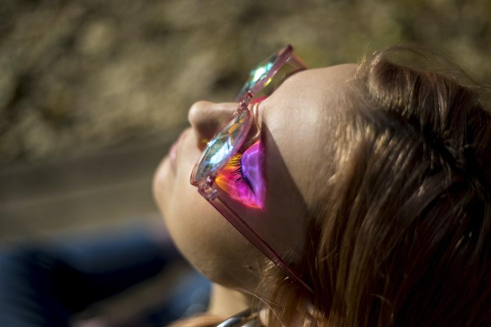 woman wearin sunglasses