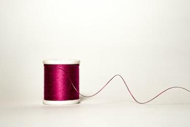 「糸を引く」の使い方理解してる?正しい意味と使い方をわかりやすく解説します!