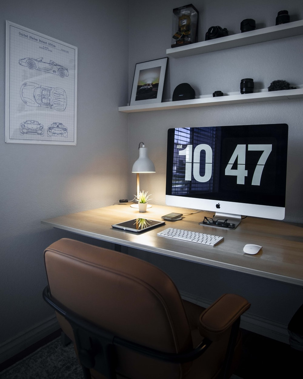 silver iMac displaying 10 47