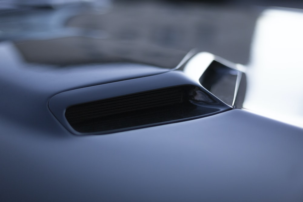 black vehicle hood scoop