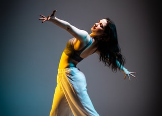 dancing woman on stageb