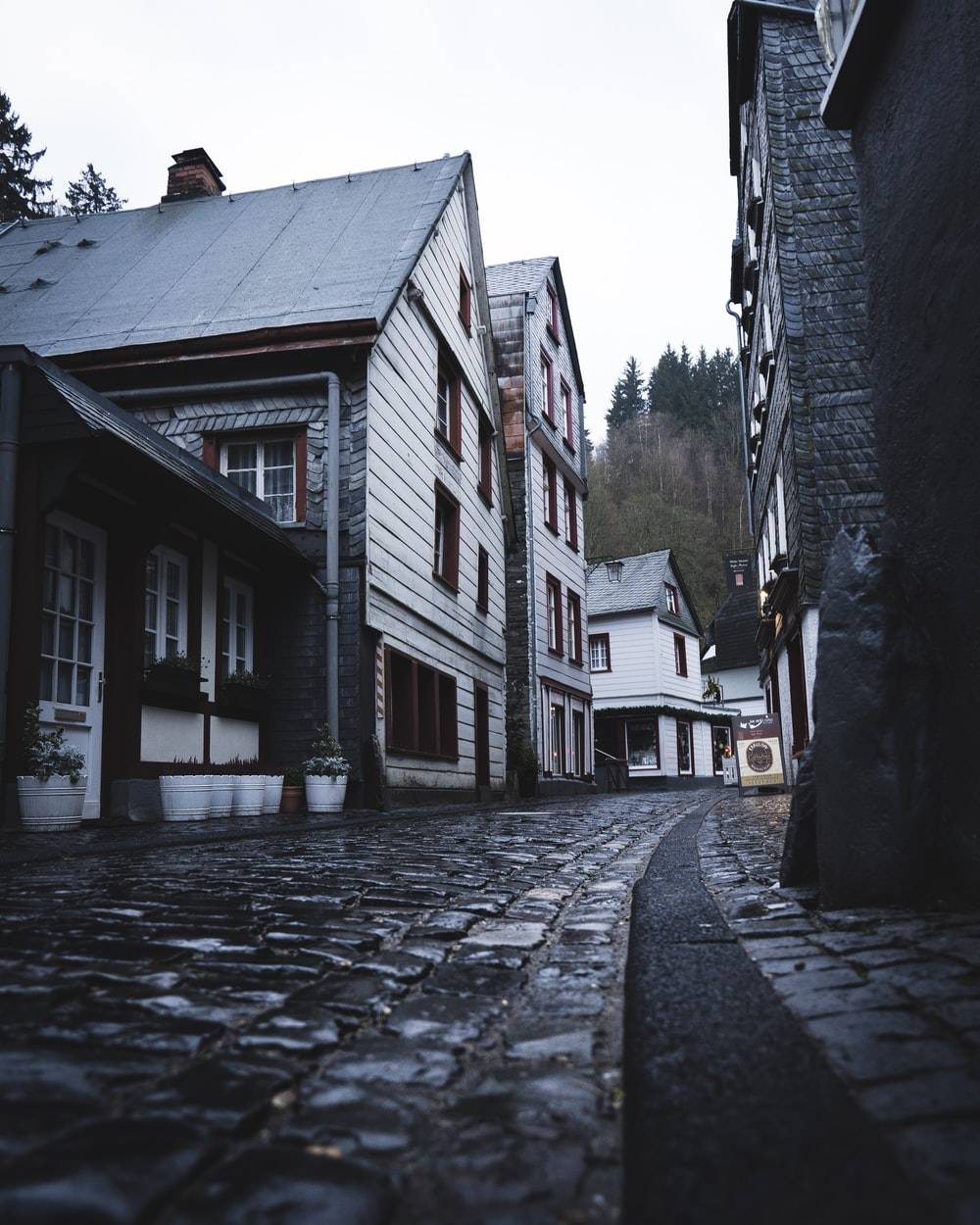 empty narrow street during daytime