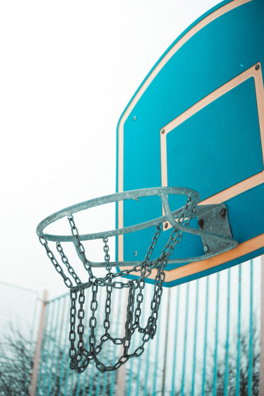 blue, gray, and white basketball hoop