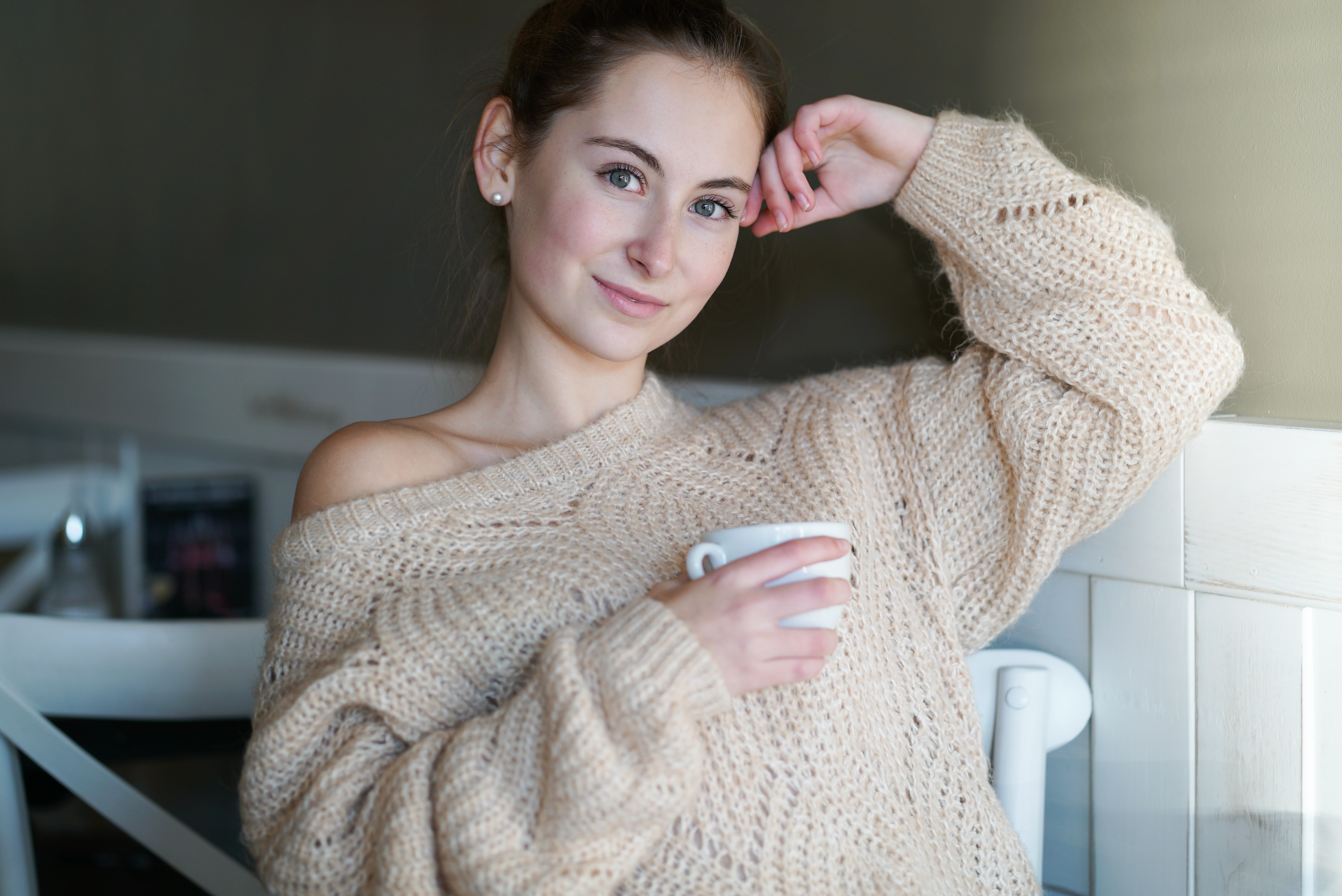 women's gray knitted sweater
