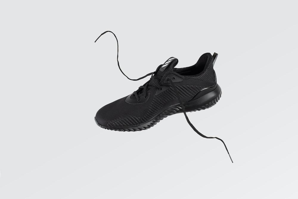 unpaired black low-top sneaker