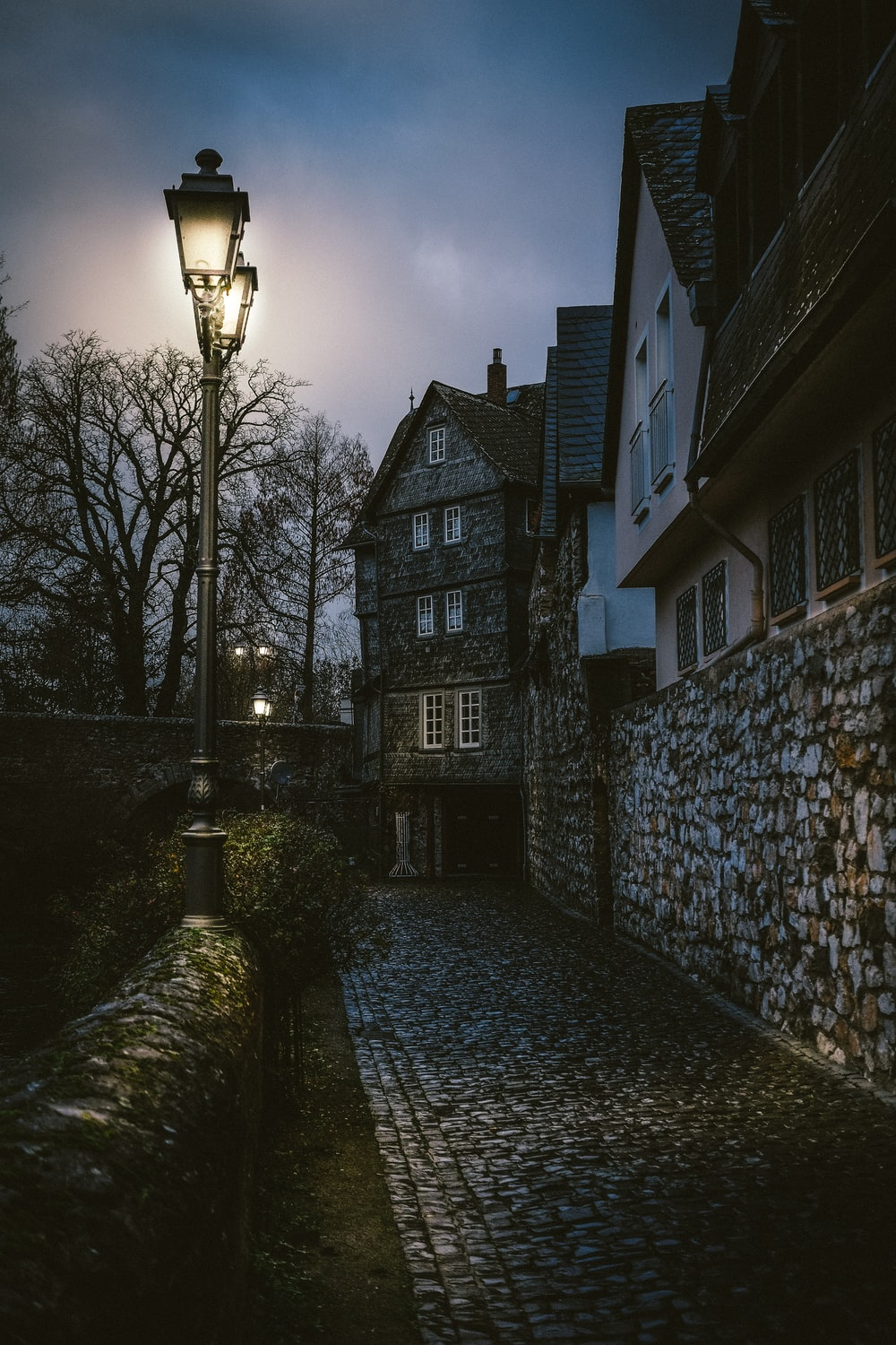 gray outdoor lights besides stone pathwaysw