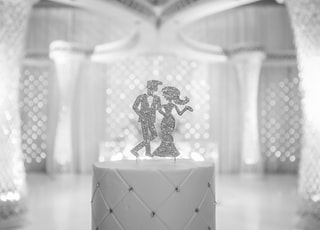 couple dancing wedding decor