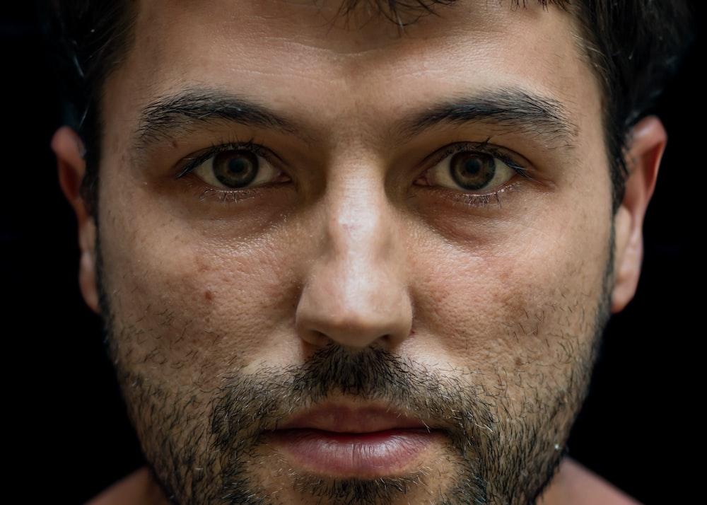 close-up photography of man with beard