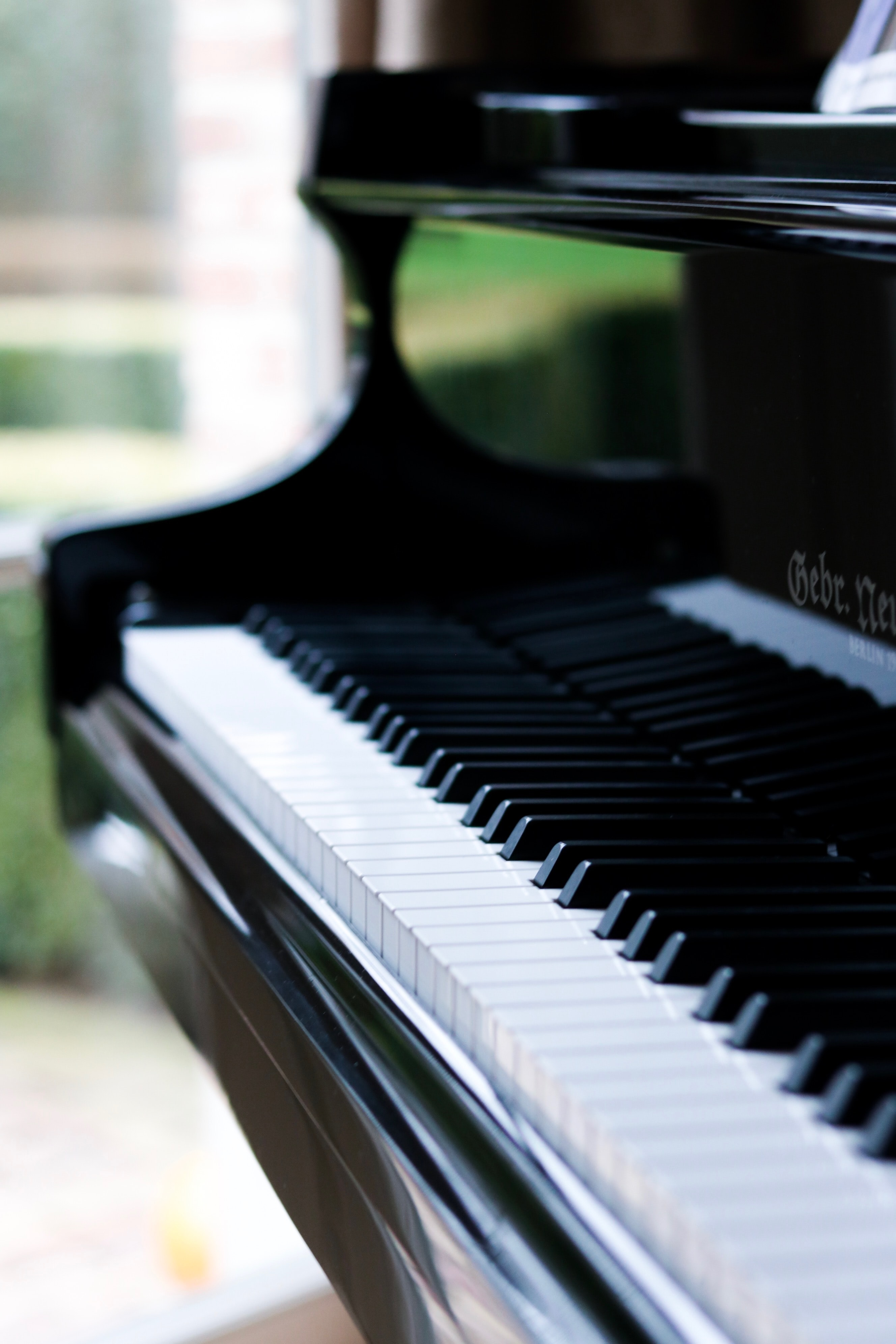 black and white piano in close-up photography