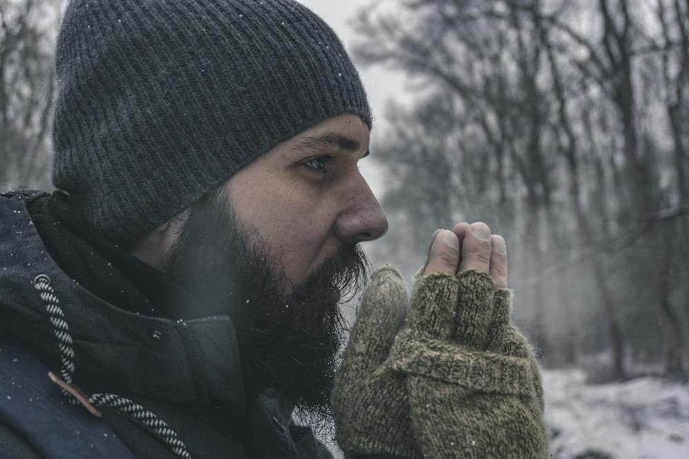 man wearing gray knit capp