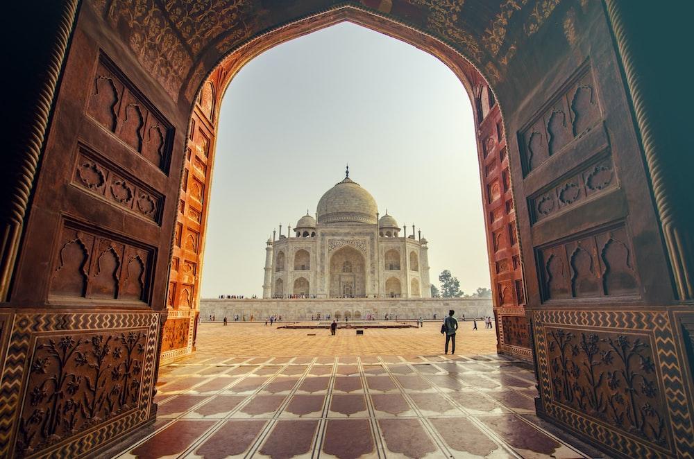 people near TAj Mahal