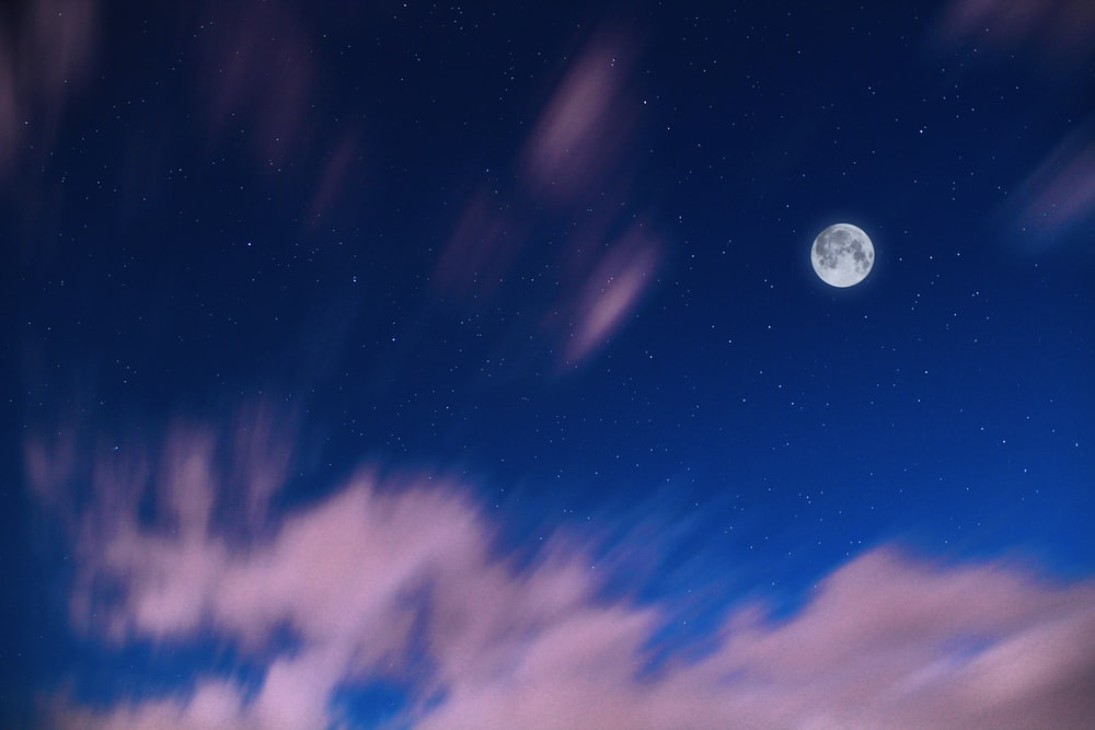 full moon in blue sky during dawn