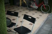 two black and gray folding chairs behind red commuter bike