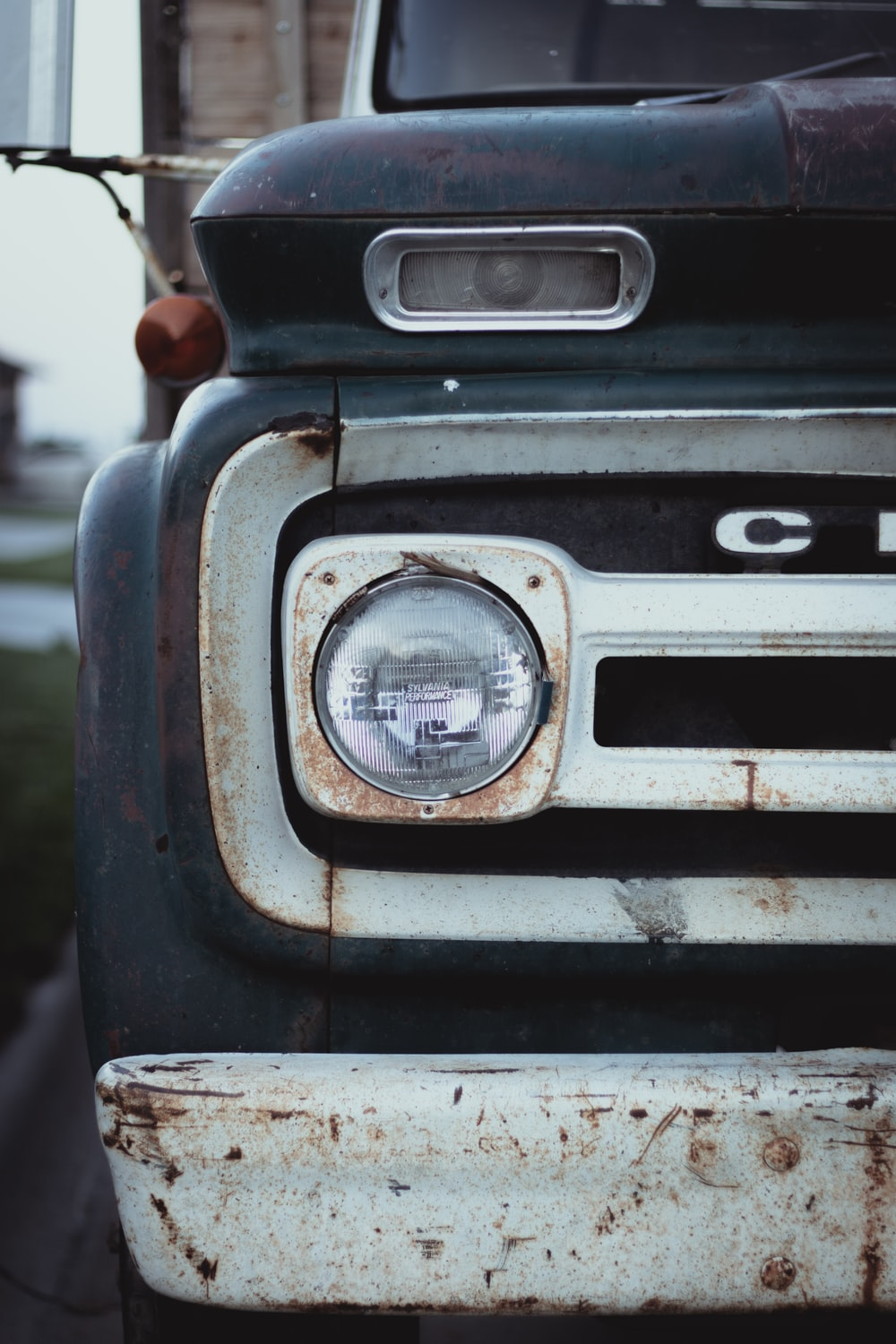 gray car headlight
