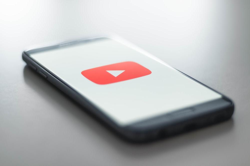 Cobalah untuk iklan di YouTube (Photo by Christian Wiediger on Unsplash)