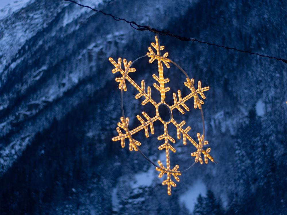 gold snow flakes decor