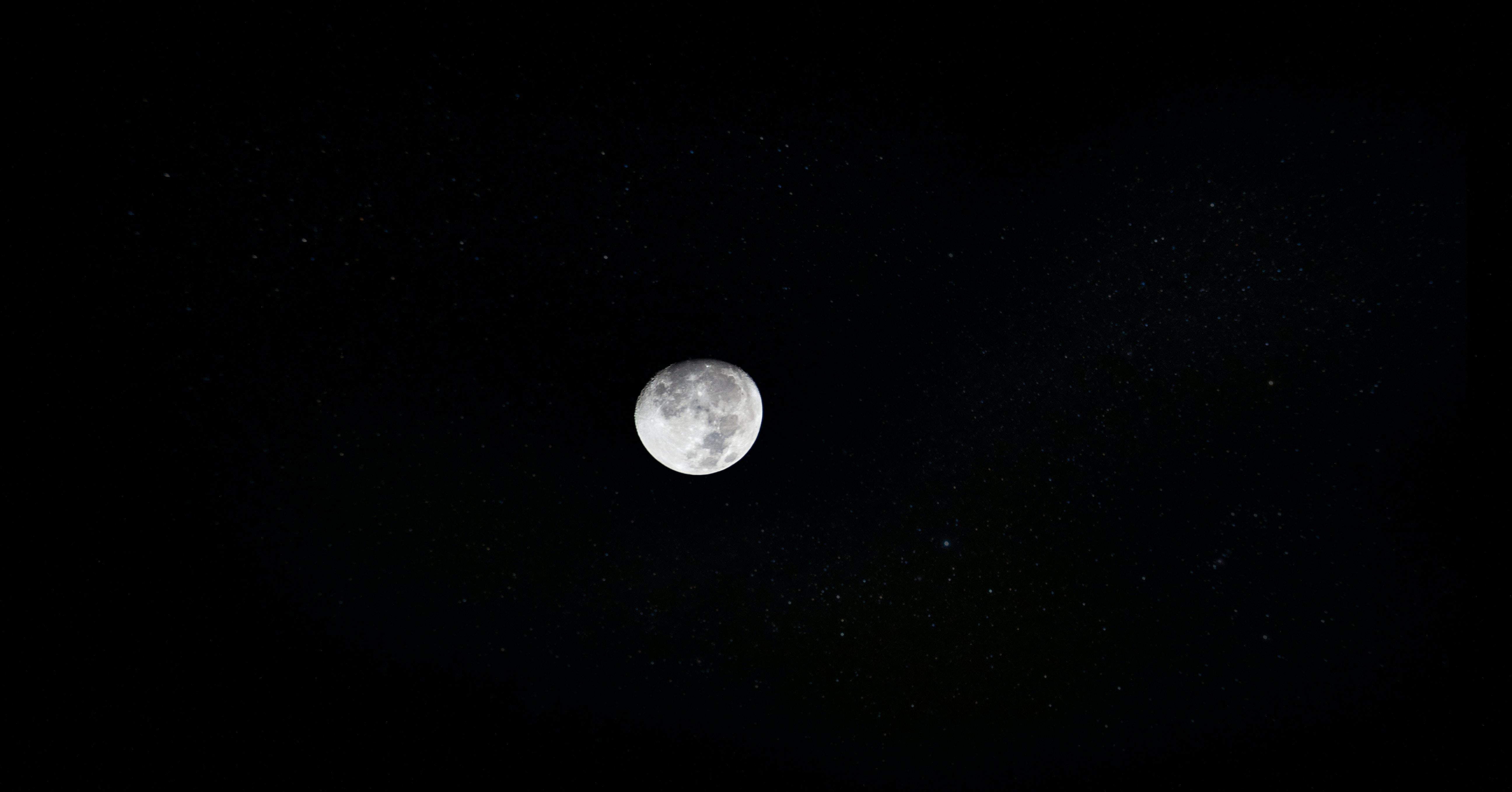 round white moon