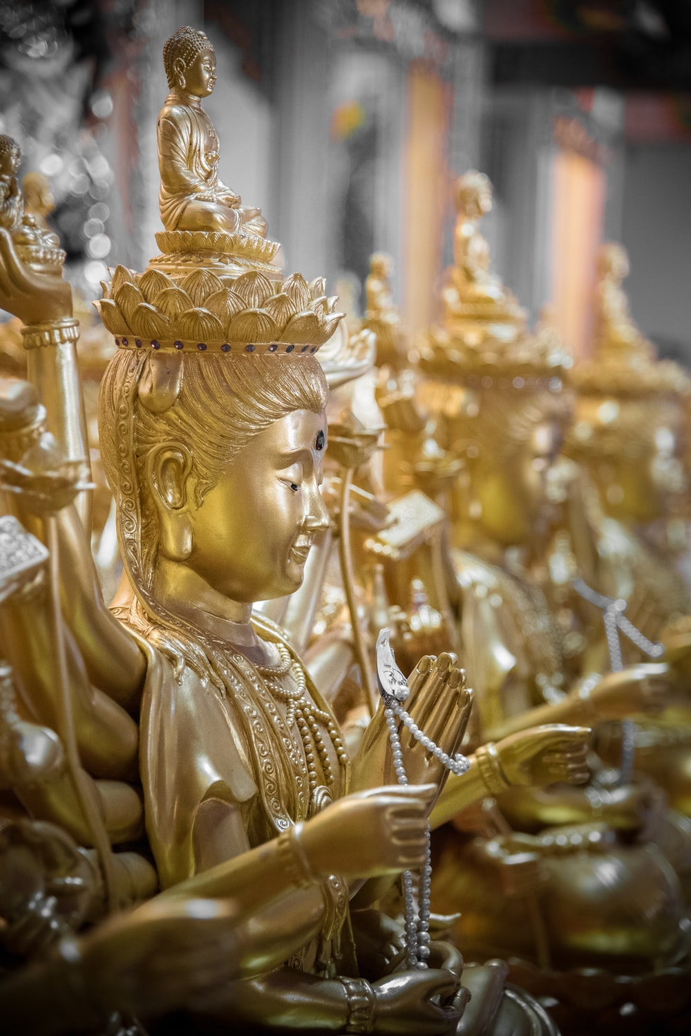 several golden buddha figurines lining up