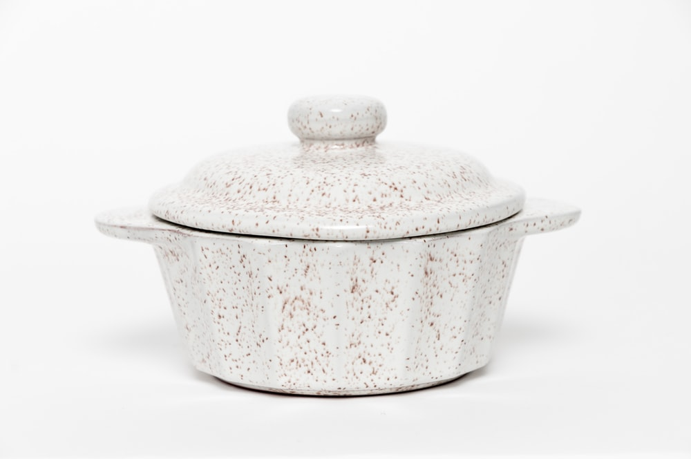 white ceramic cooking pot with lid