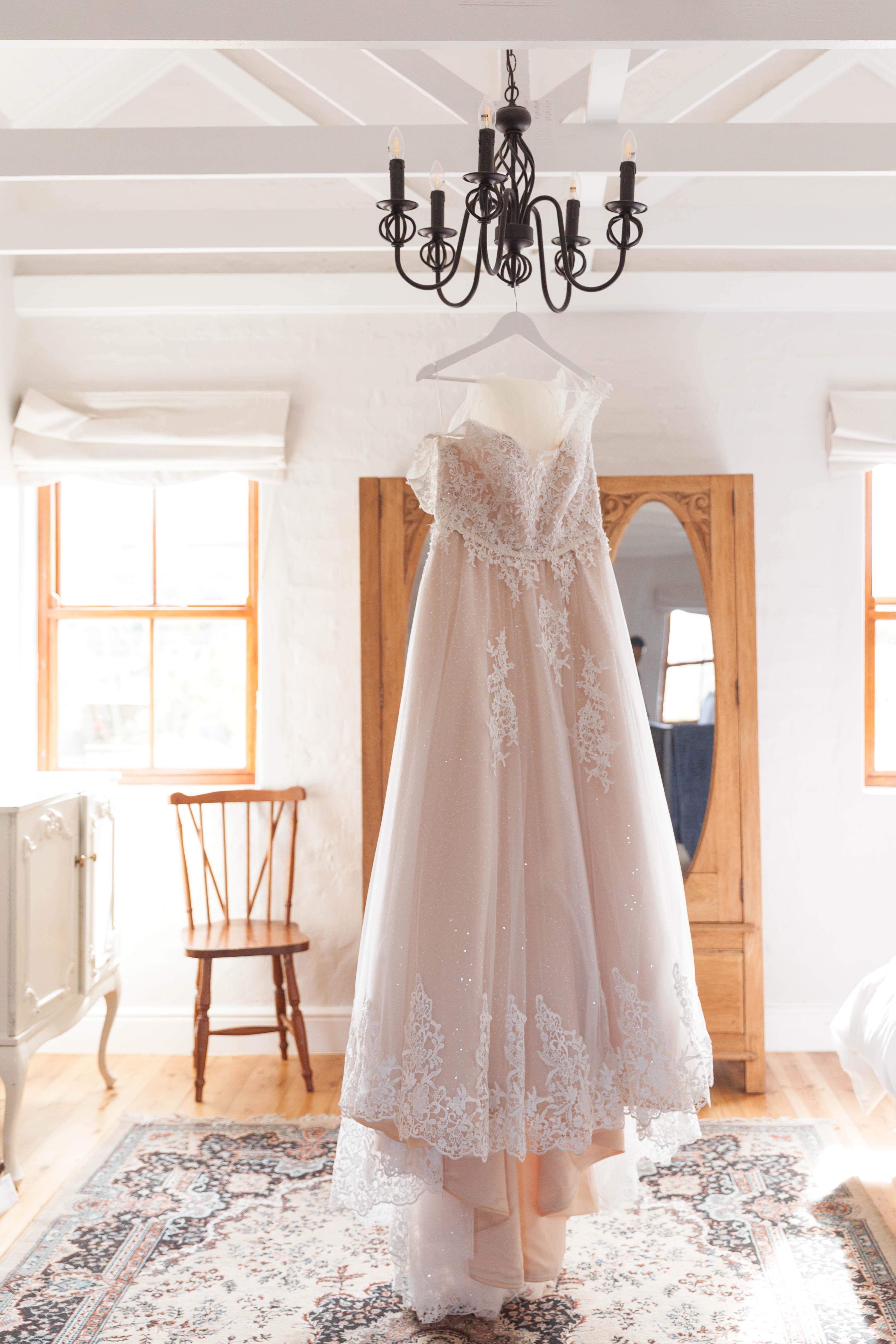 hanged white lace sleeveless wedding dress