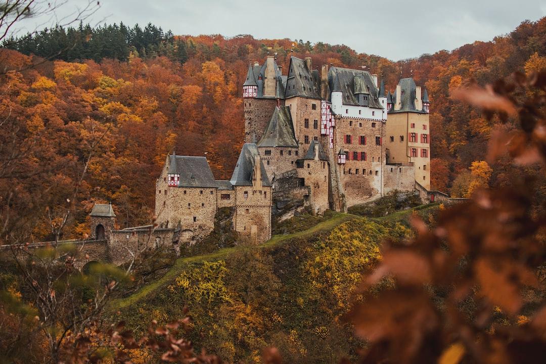 Gloomy Burg Eltz