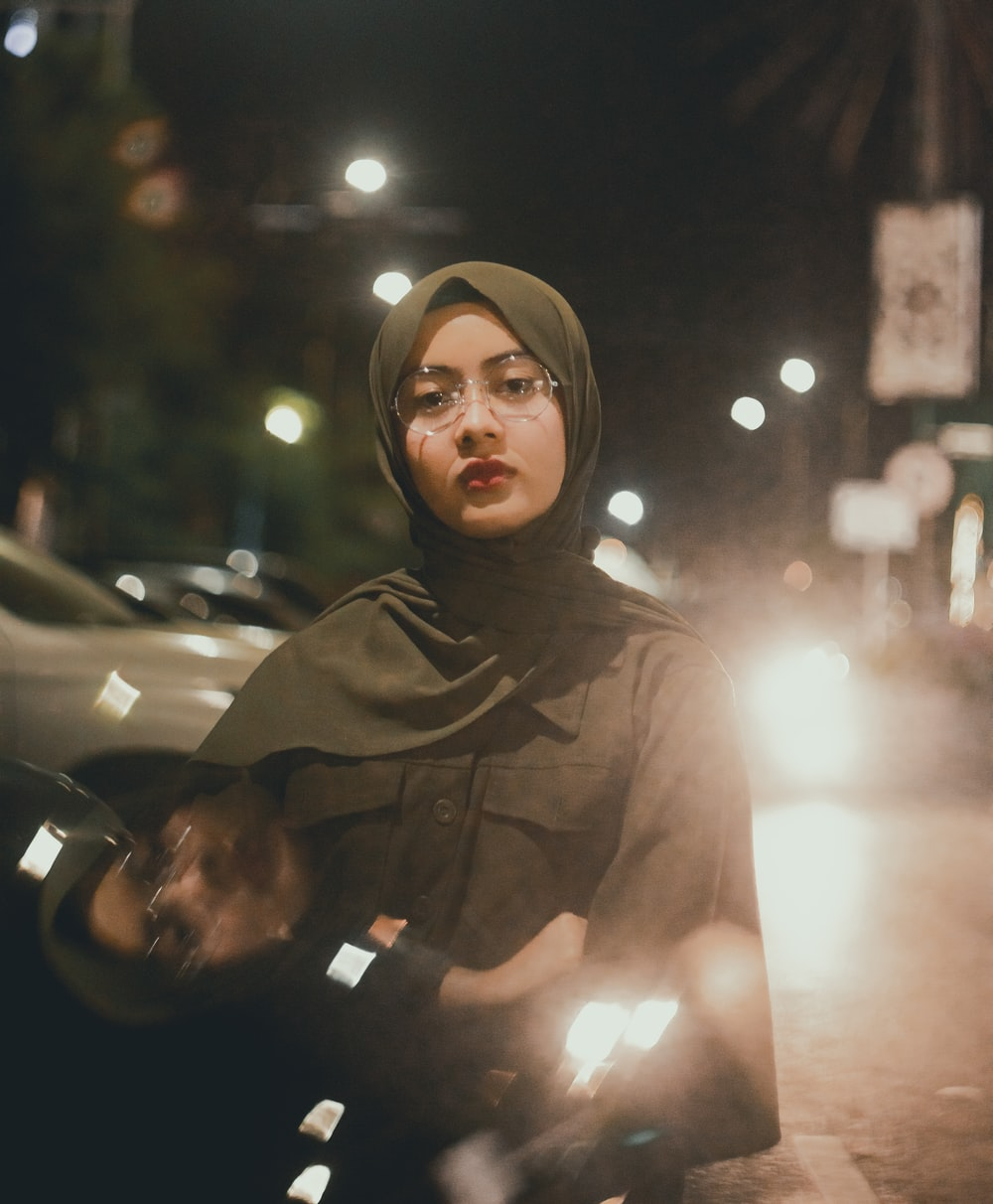 woman wearing gray hijab