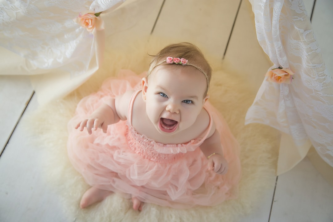 Helena Tasso makes a roar face to take history book piks at 6 months