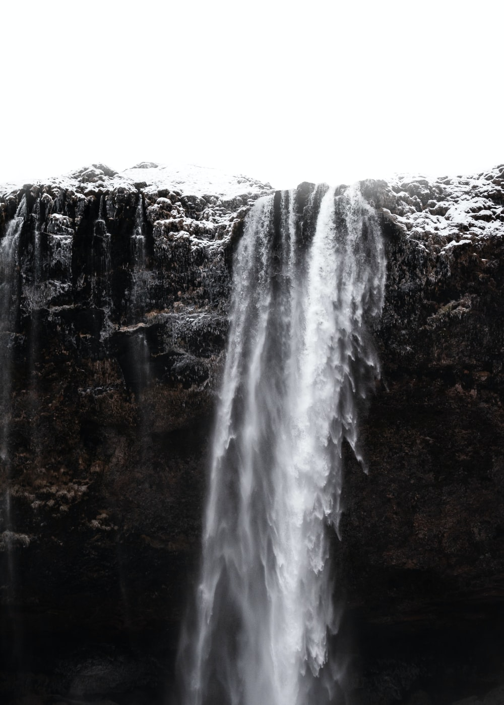 waterfalls on focus photography