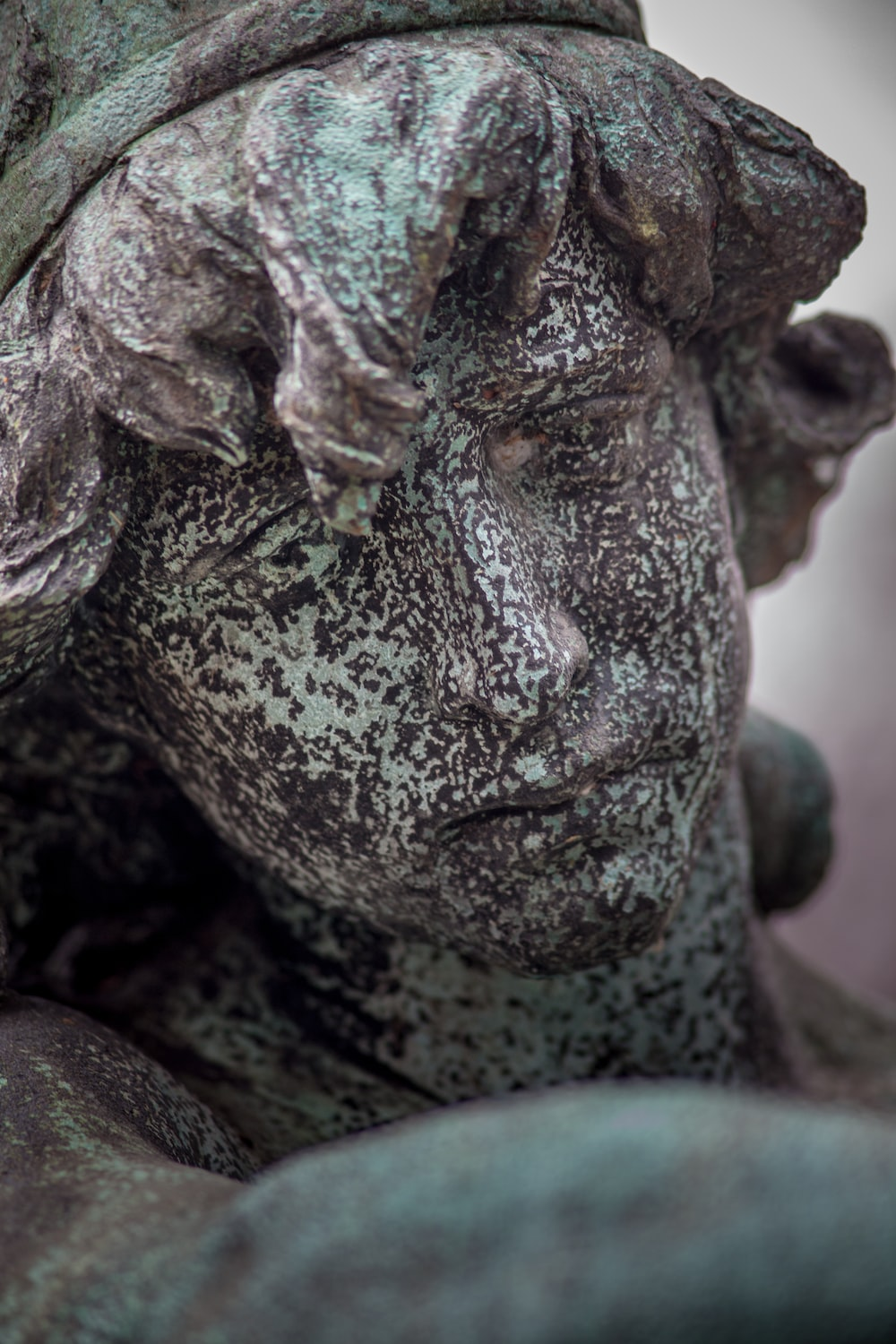 shallow focus photo of statue