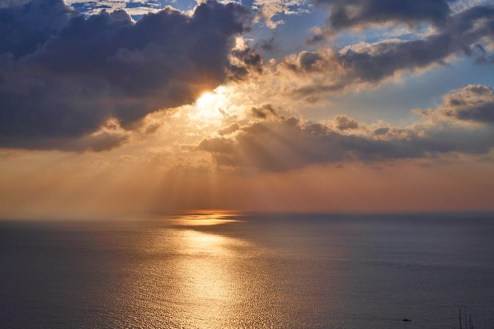 ocean under sunlight
