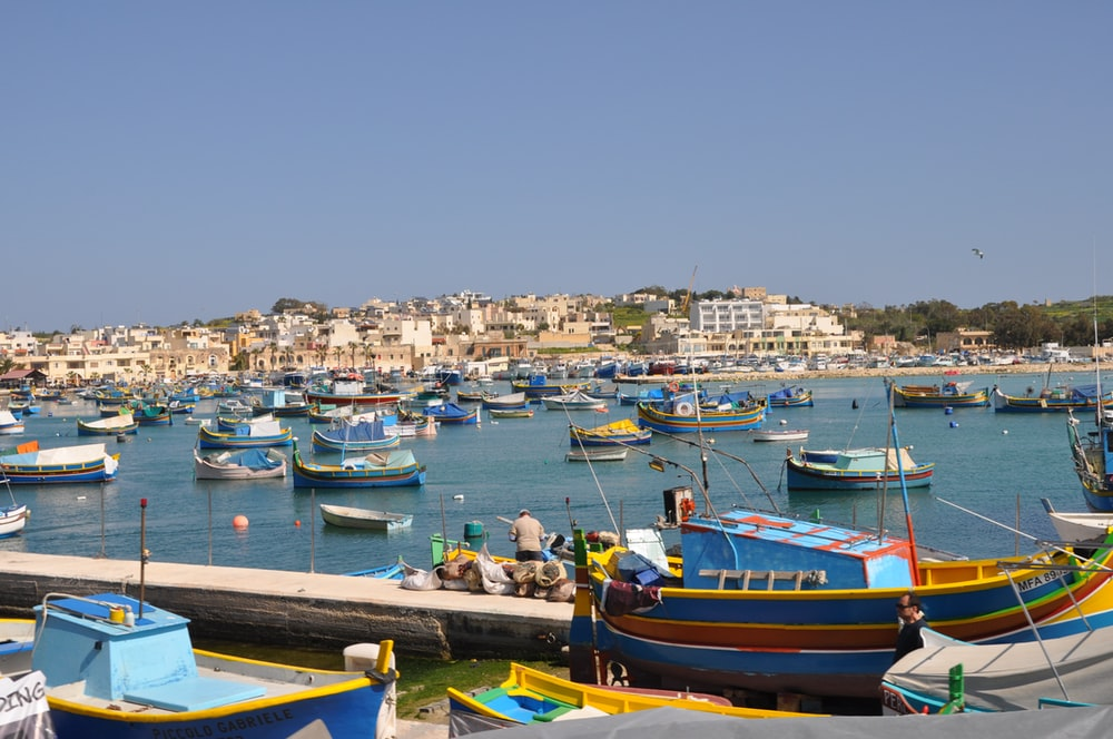 boats on sea at daytime