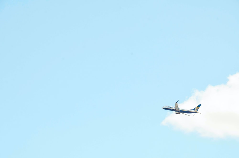 white and blue passenger plane on focus photo