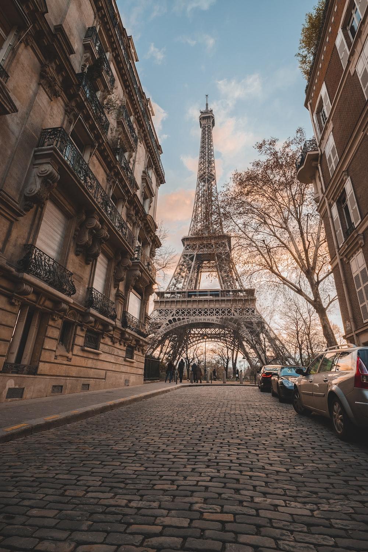 Eiffel Tower under blue sky during daytime
