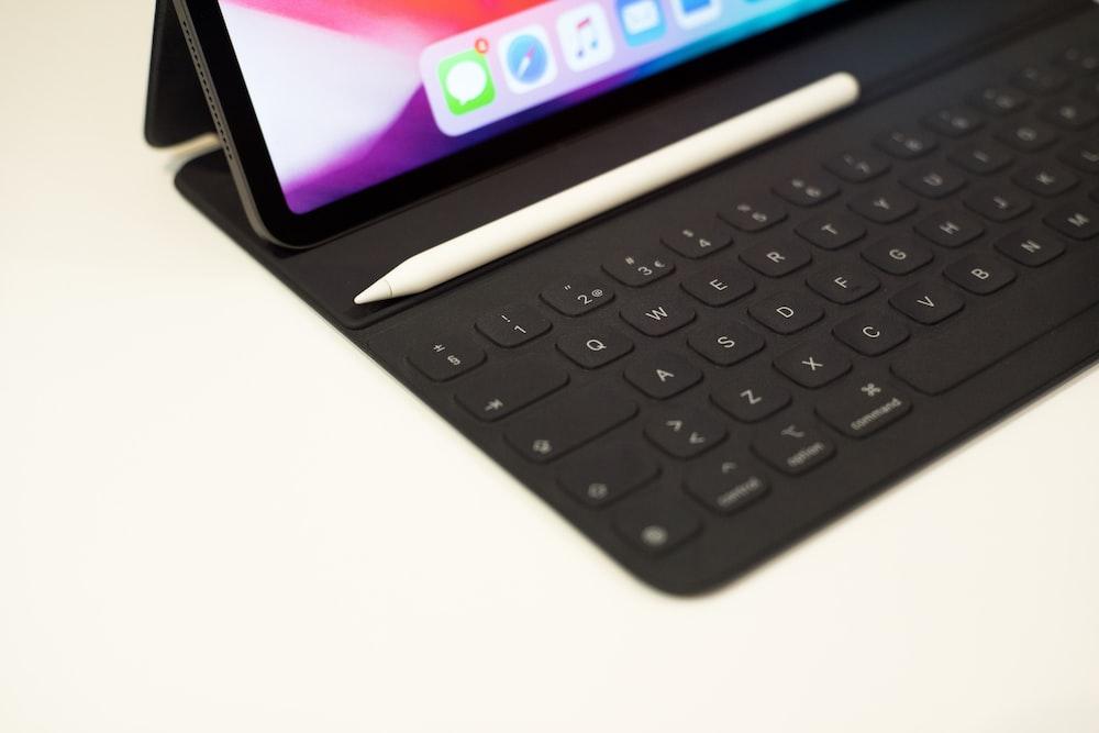 Apple Pen near iPad