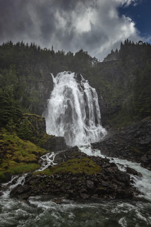 waterfalls between mountain during daytime