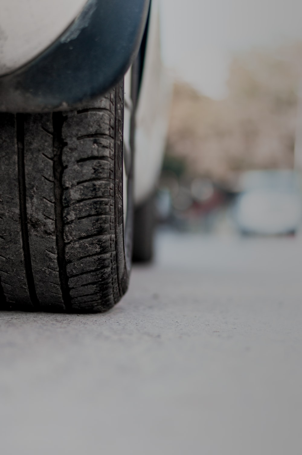 selevtive focus photography of vehicle tire