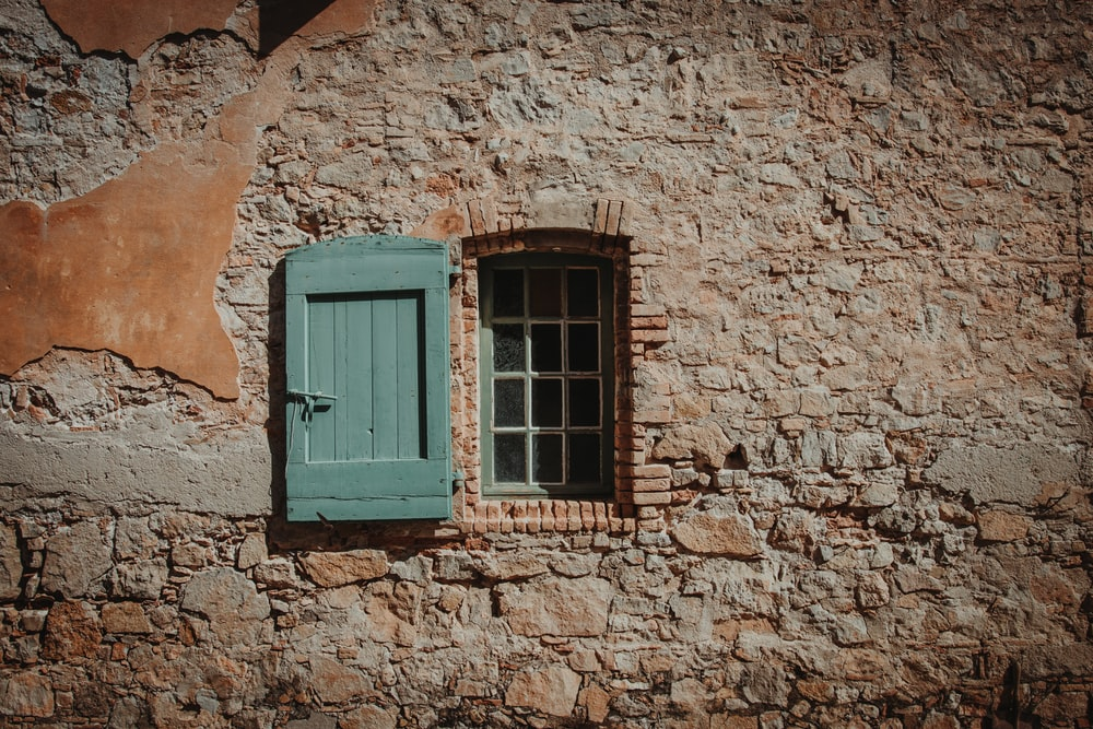 green window on focus photography