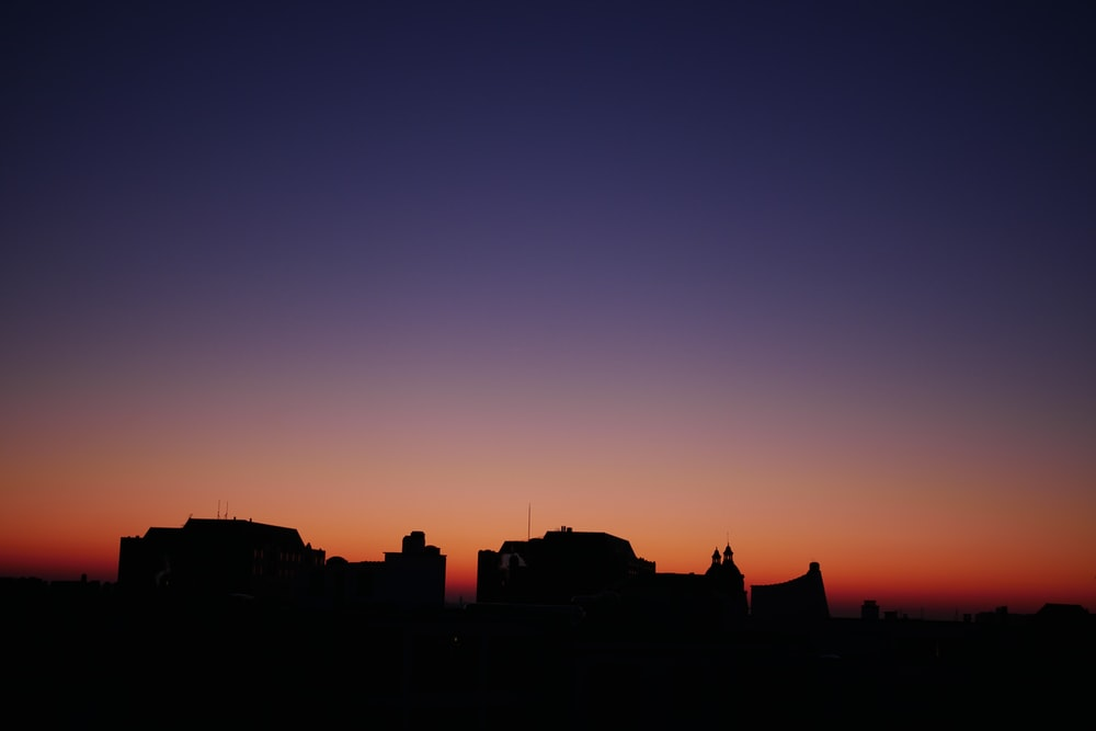 silhouette of buildings\