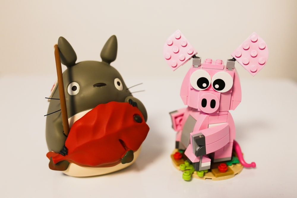 pink pig plastic toy