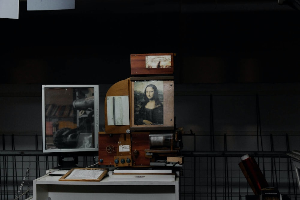 Mona Lisa photo with brown wooden frame