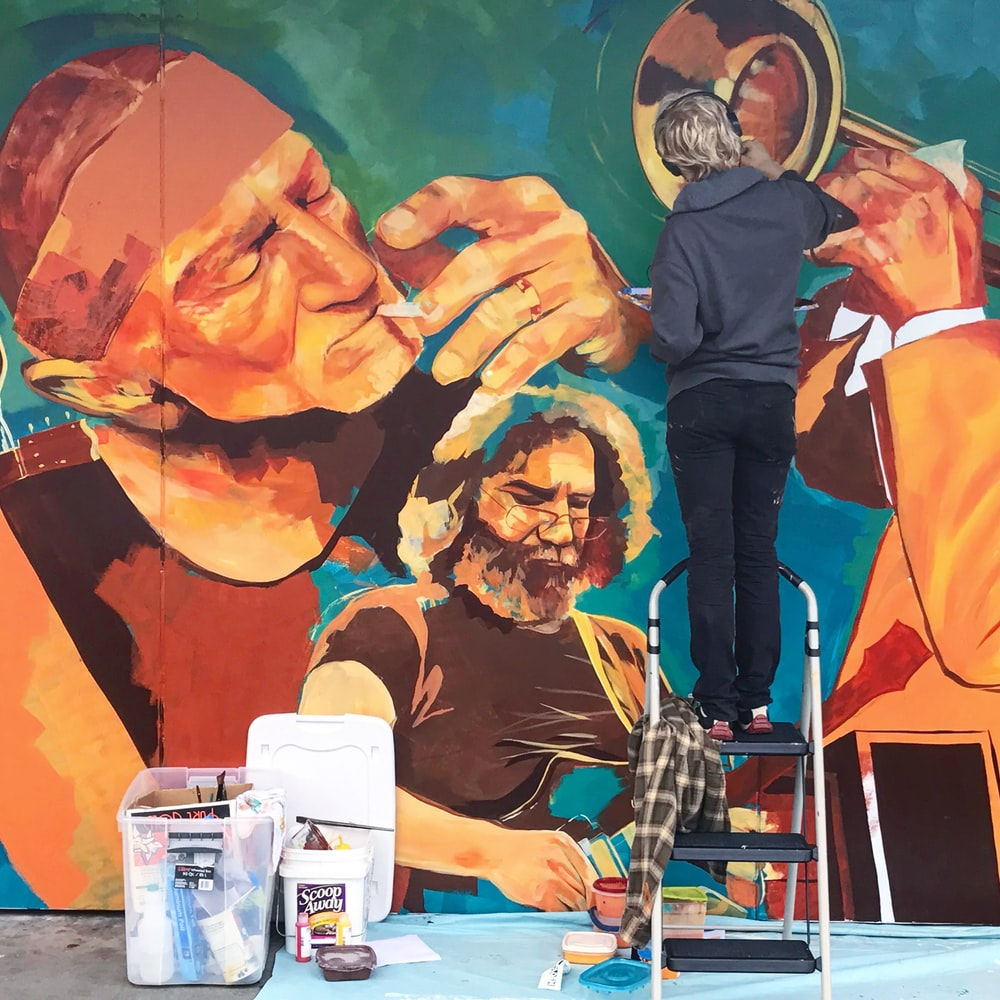 person doing a graffiti of men playing music