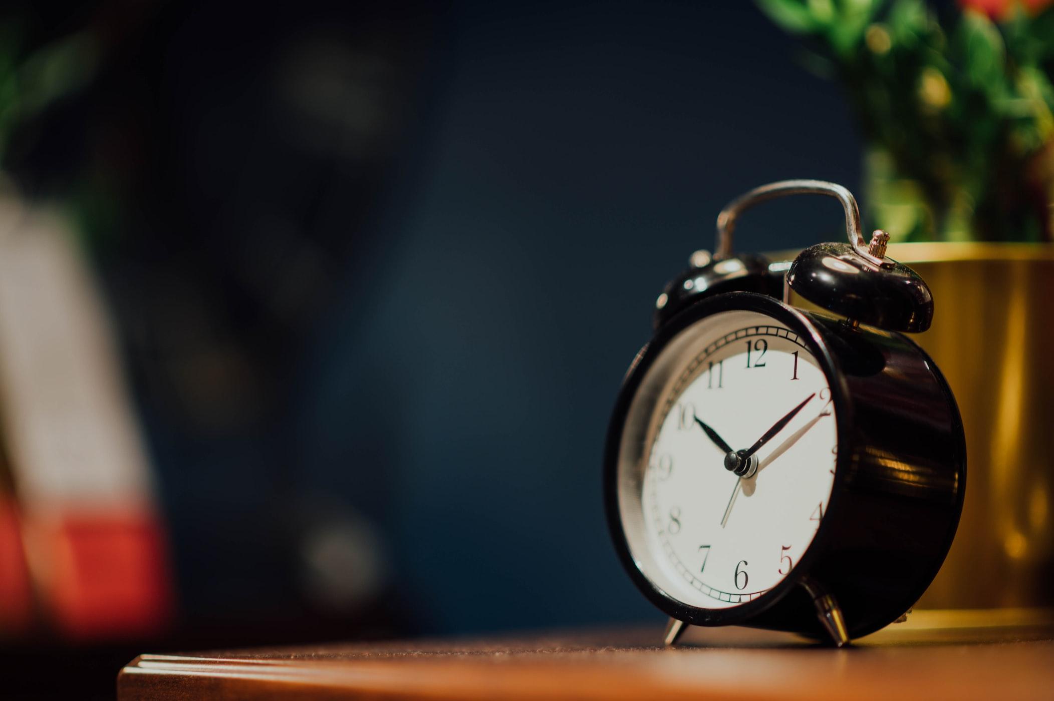 受験生にやってほしい早起きのコツ『目覚まし時計を立って止めないといけない場所に置いておく』