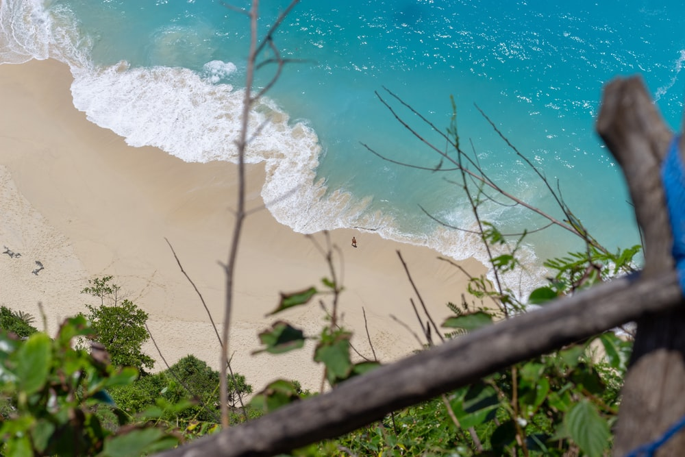 white sand and blue sea photography