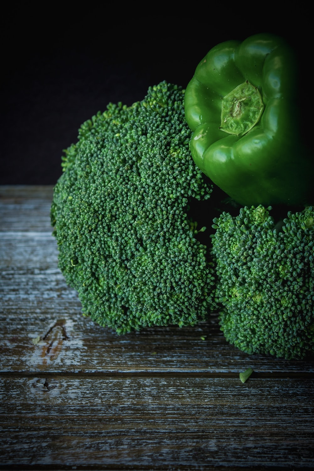 green bell pepper and green broccoli